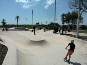 Foto del rodaje de un videoclip de hip hop latino en el skatepark de La Mar Bella en Barcelona